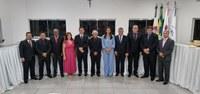 Sessão solene empossa vereadores, prefeito e vice-prefeito de Carneirinho